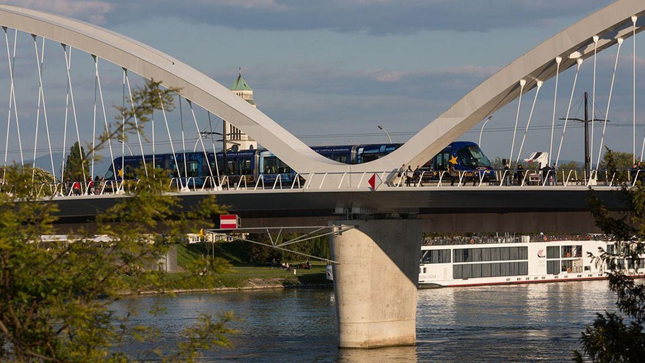 2198877_a-strasbourg-le-tram-d-abolit-la-frontiere-web-tete-0301995193602.jpg