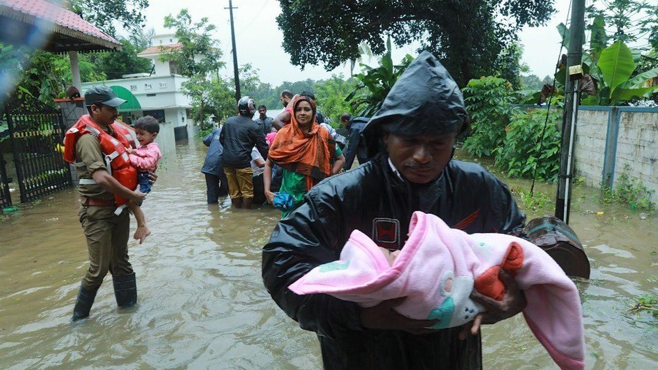 La mousson particulièrement violente et les inondations ont fait plus de 420 morts dans l'Etat du Kerala.