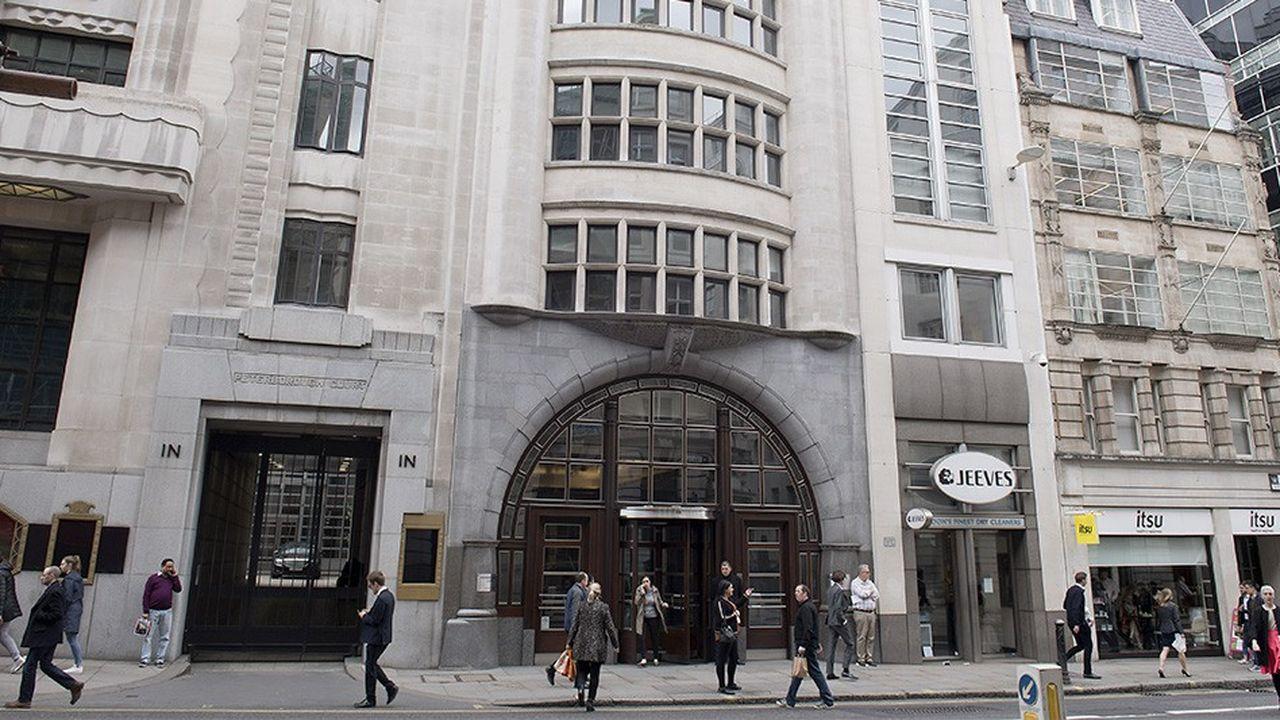 En 2005, Goldman Sachs avait déjà utilisé cette stratégie pour son QG à Fleet Street. La banque avait vendu son immeuble avant de le louer