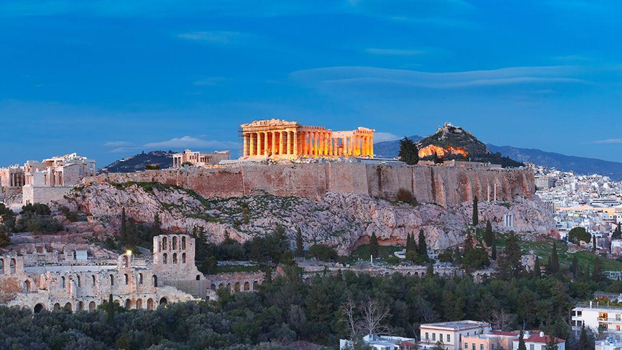Bien qu'elle dispose d'assez de liquidités pour tenir au moins deux ans sans emprunter, Athènes compte émettre des obligations pour habituer le marché à ses titres et asseoir sa crédibilité déjà affermie par les mesures de rigueur budgétaire et les réformes économiques.