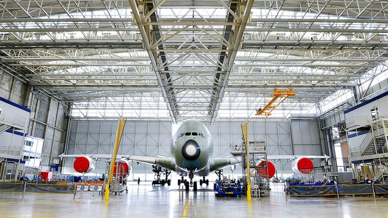 Baptisé « Hall Jean-Luc Lagardère », ce hangar s'étend sur 10 hectares, une surface nécessaire pour construire plusieurs modèles à la fois de l'A380, le plus gros avion du monde