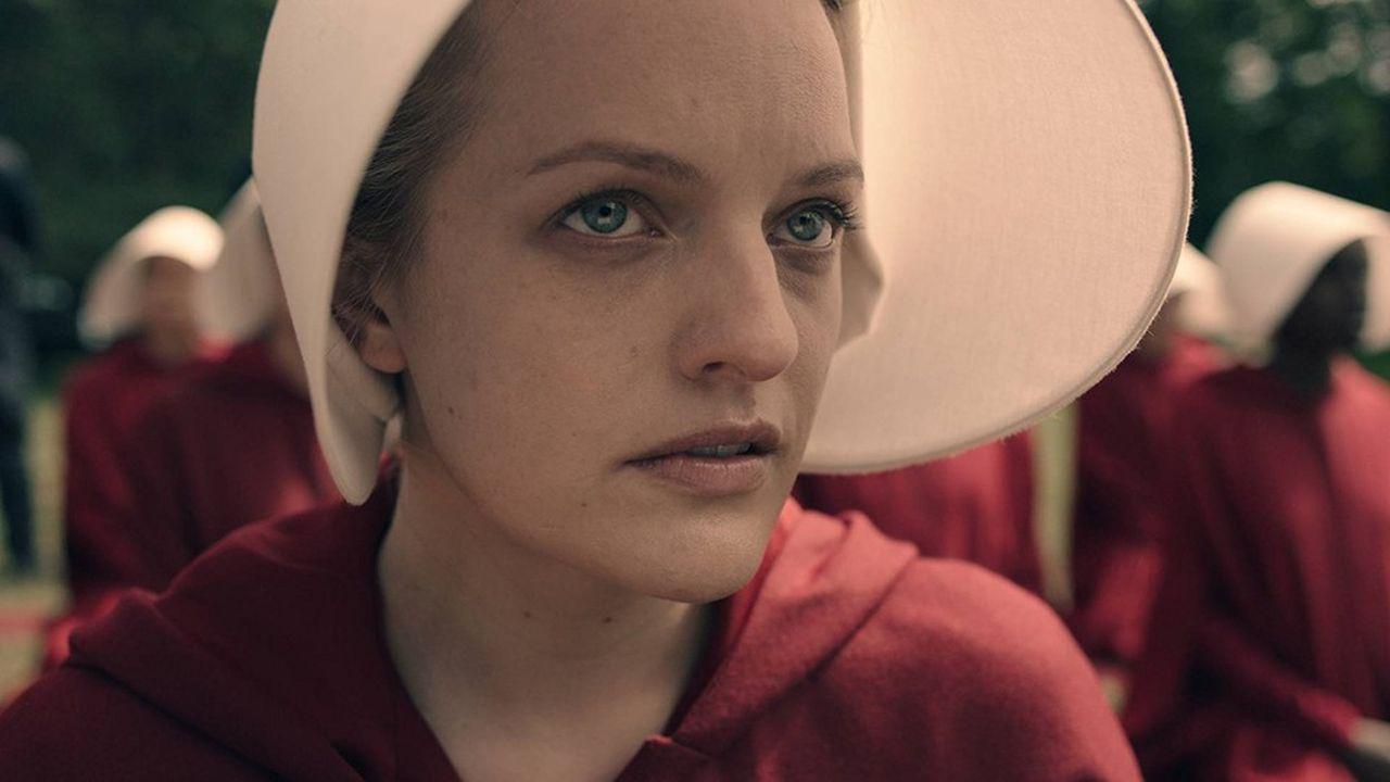 La série est centrée sur l'histoire d'Offred, l'une des servantes écarlates, interprétée par Elisabeth Moss