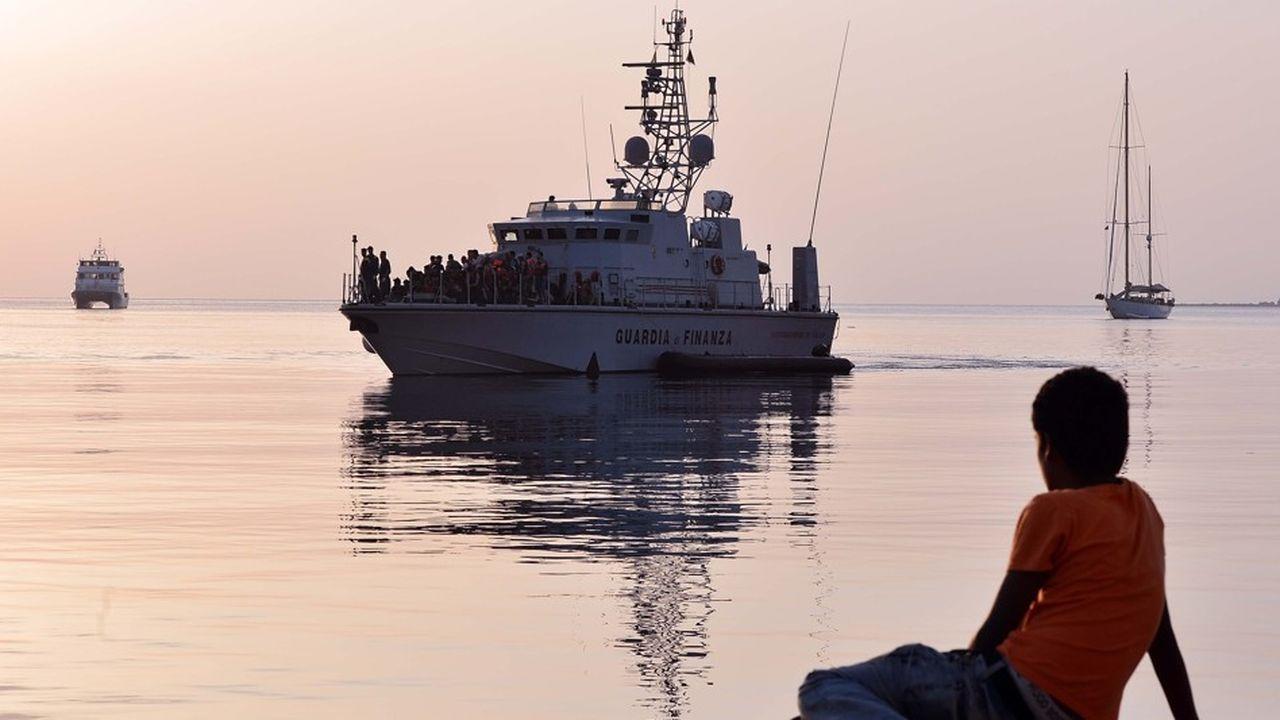 « On ne résoudra pas le problème des migrants » si les Etats européens n'intensifient pas les expulsions d'étrangers en situation irrégulière, estime le patron de l'agence européenne des frontières Frontex.