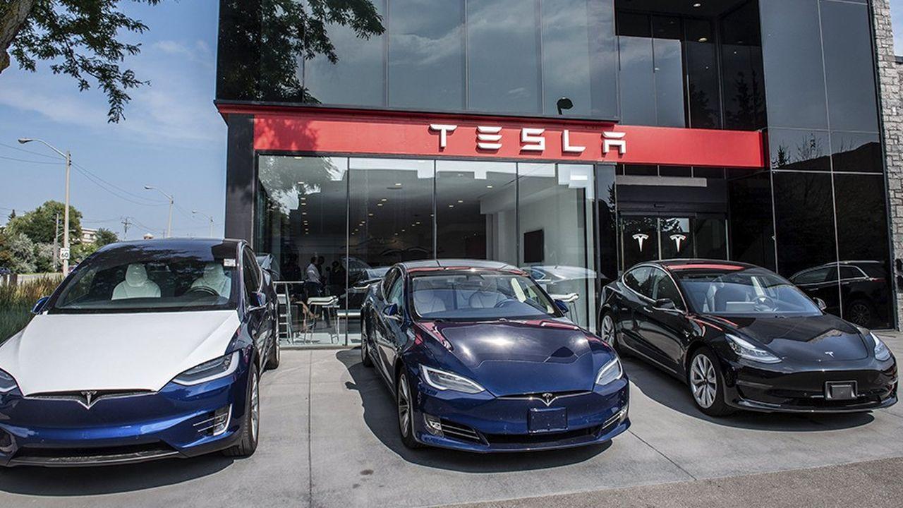 Depuis l'annonce du projet de retrait, l'action Tesla avait dévissé de 20%, pour finir à 322,82dollars vendredi.