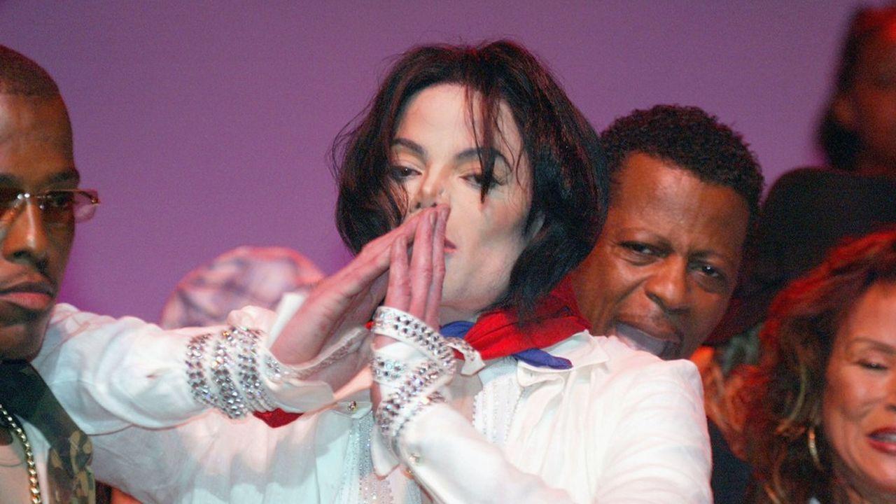 Certains fans de l'artiste, et sa propre mère, ont affirmé dès la sortie de l'album en 2010 que ces chansons n'étaient pas interprétées par la légende de la pop.