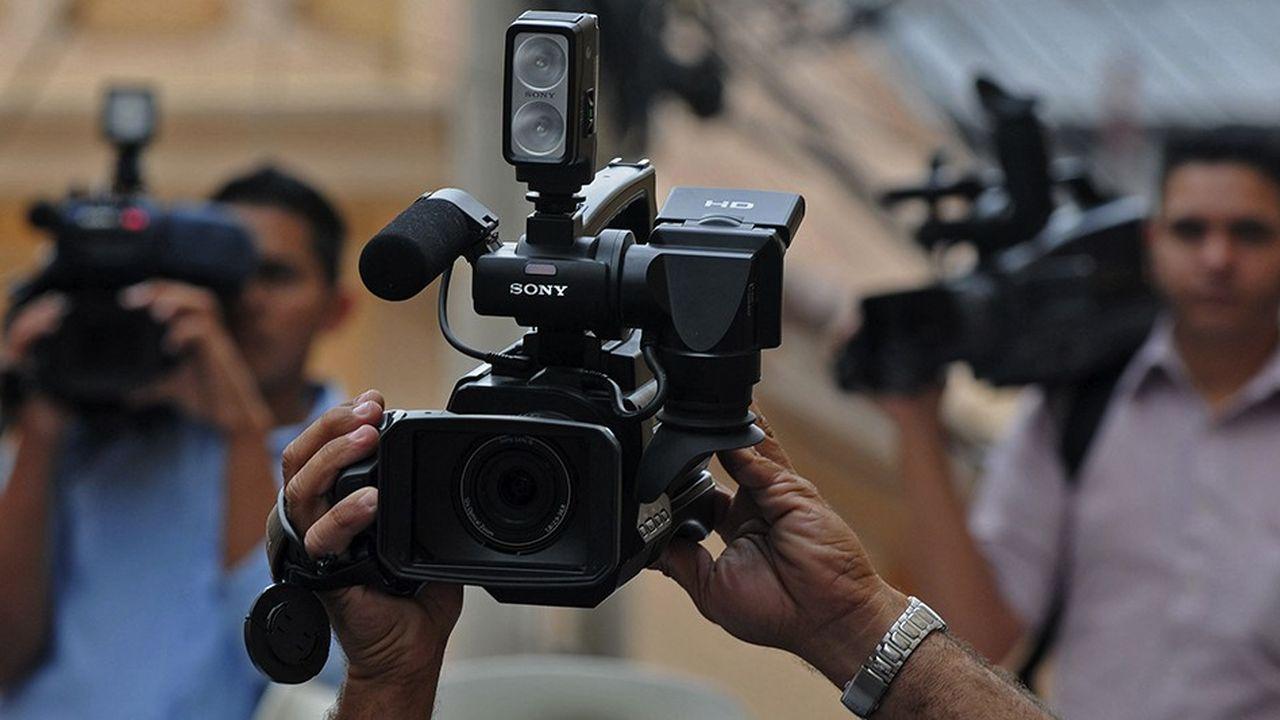 Les médias qui envoient leurs journalistes risquer leur vie pour assurer une information fiable, pluraliste et complète, pour un coût de plus en plus élevé, ne sont pas ceux qui en tirent les bénéfices.