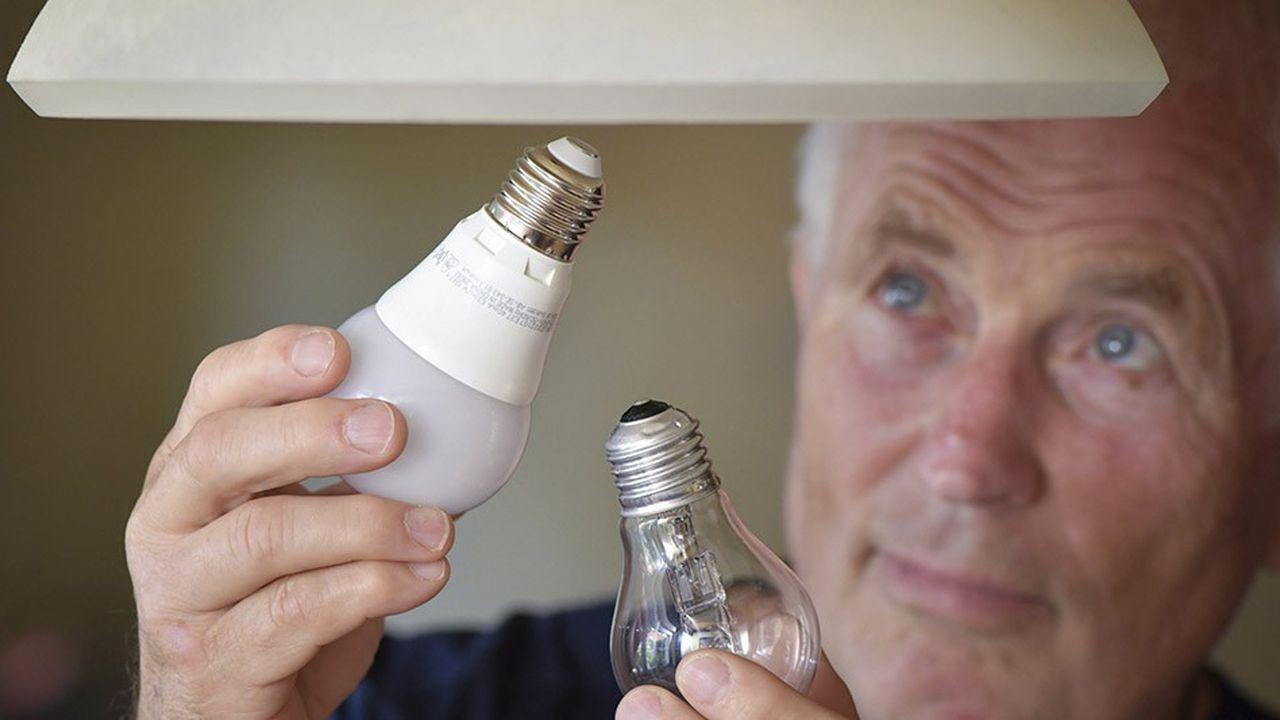 Au 1erseptembre, les ampoules halogènes ne pourront plus (à quelques exceptions près) être mises sur le marché dans l'Union européenne - seuls les stocks déjà produits pourront finir d'être écoulés.