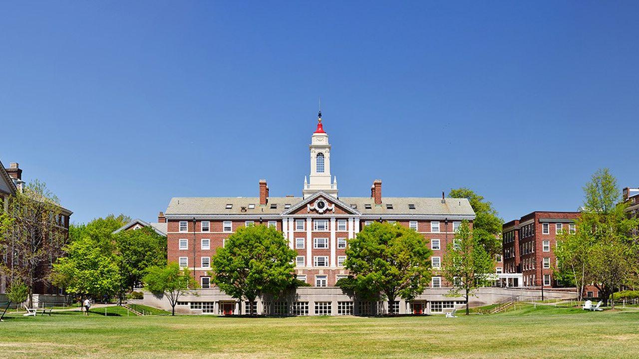 Les politiques d'admission de Harvard violeraient les lois régissant les droits civiques en pénalisant les personnes d'origine asiatique.