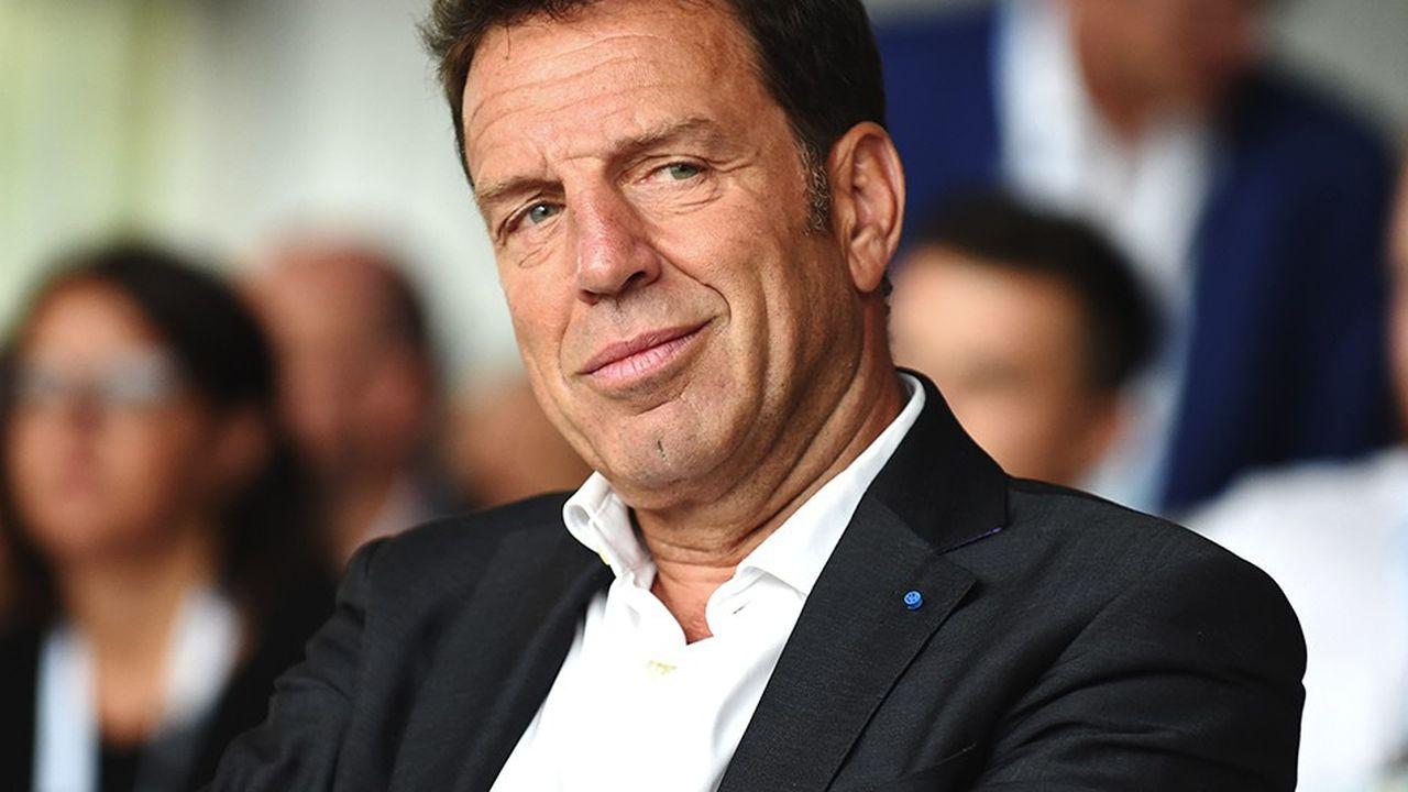 Geoffroy Roux de Bezieux, président du Medef, propose un régime d'assurance-chômage assis sur une allocation de base, unique et forfaitaire, avec une complémentaire financée par les employeurs.