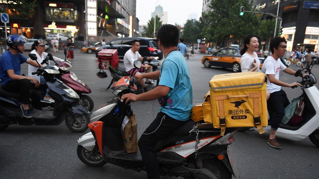 Chaque jour, des milliers de salariés de Meituan livrent à scooter des repas en Chine.