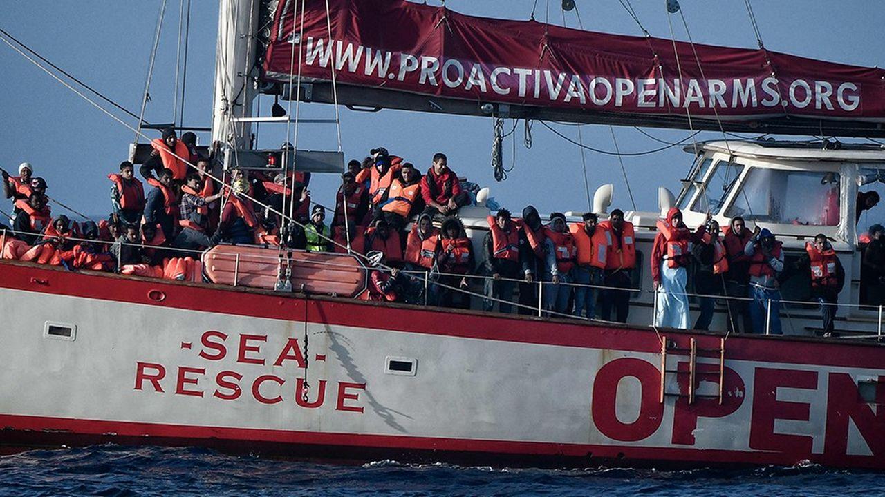 Pour expliquer la hausse du taux de décès, le HCR souligne la diminution du nombre d'ONG qui viennent au secours des migrants au large de la Libye.