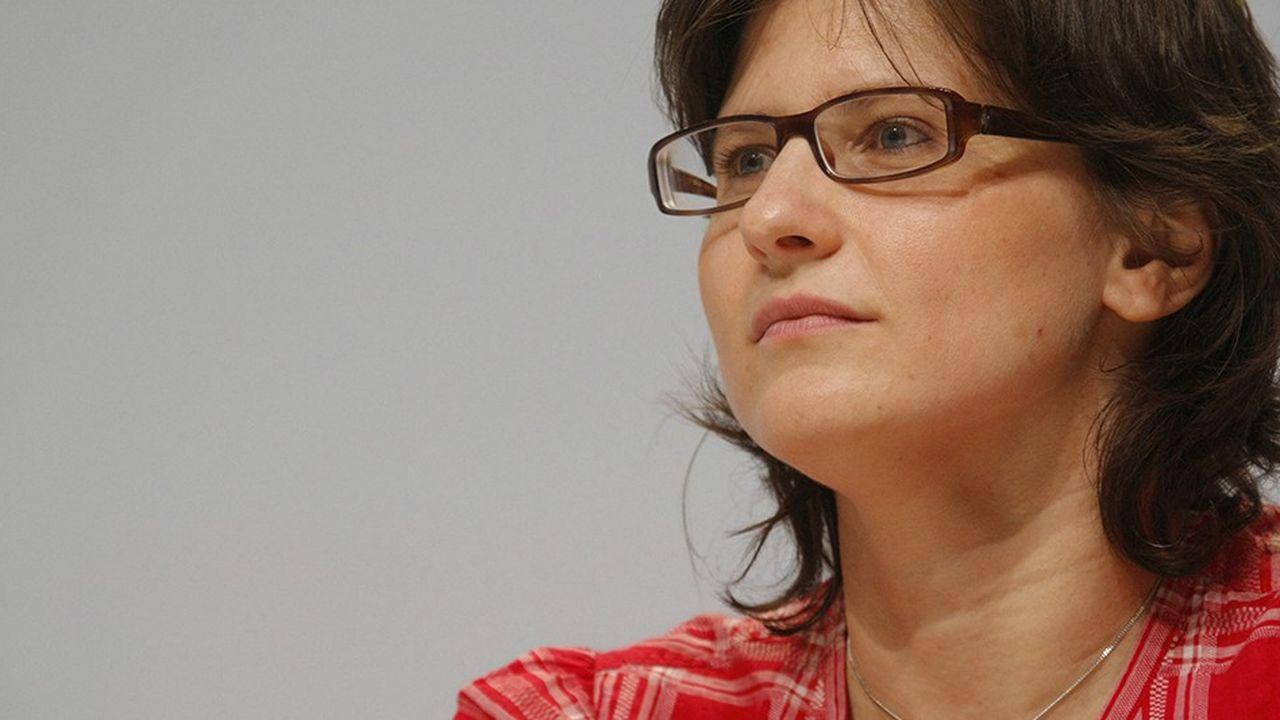 2202148_qui-est-roxana-maracineanu-la-nouvelle-ministre-des-sports-web-tete-0302205039944.jpg