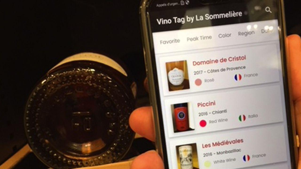 La cave à vin connectée de La Sommelière, E-Cellar, fonctionne via l'application Vinotag, développée en interne et reliée à des bases de données sur les vins.