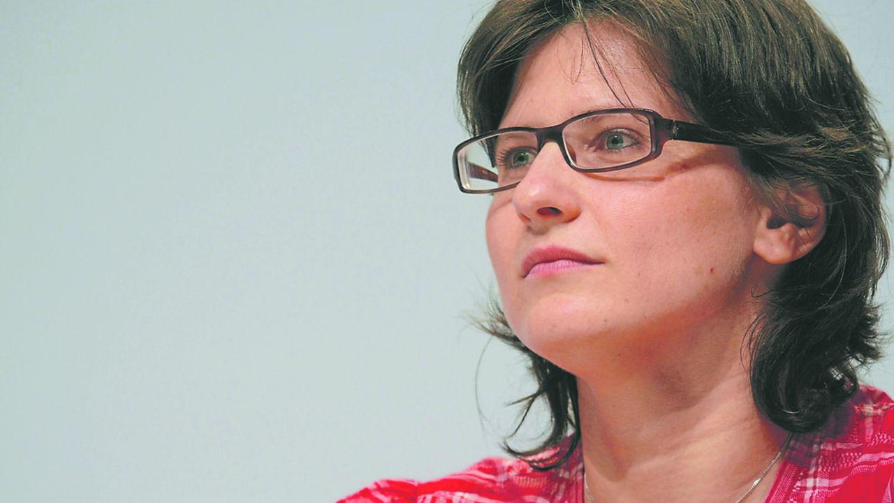 Roxana Maracineanu, sacrée championne du monde de natation en 1998, a fait ses débuts en politique en 2010 au Conseil régional d'Ile-de-France sous l'étiquette socialiste.