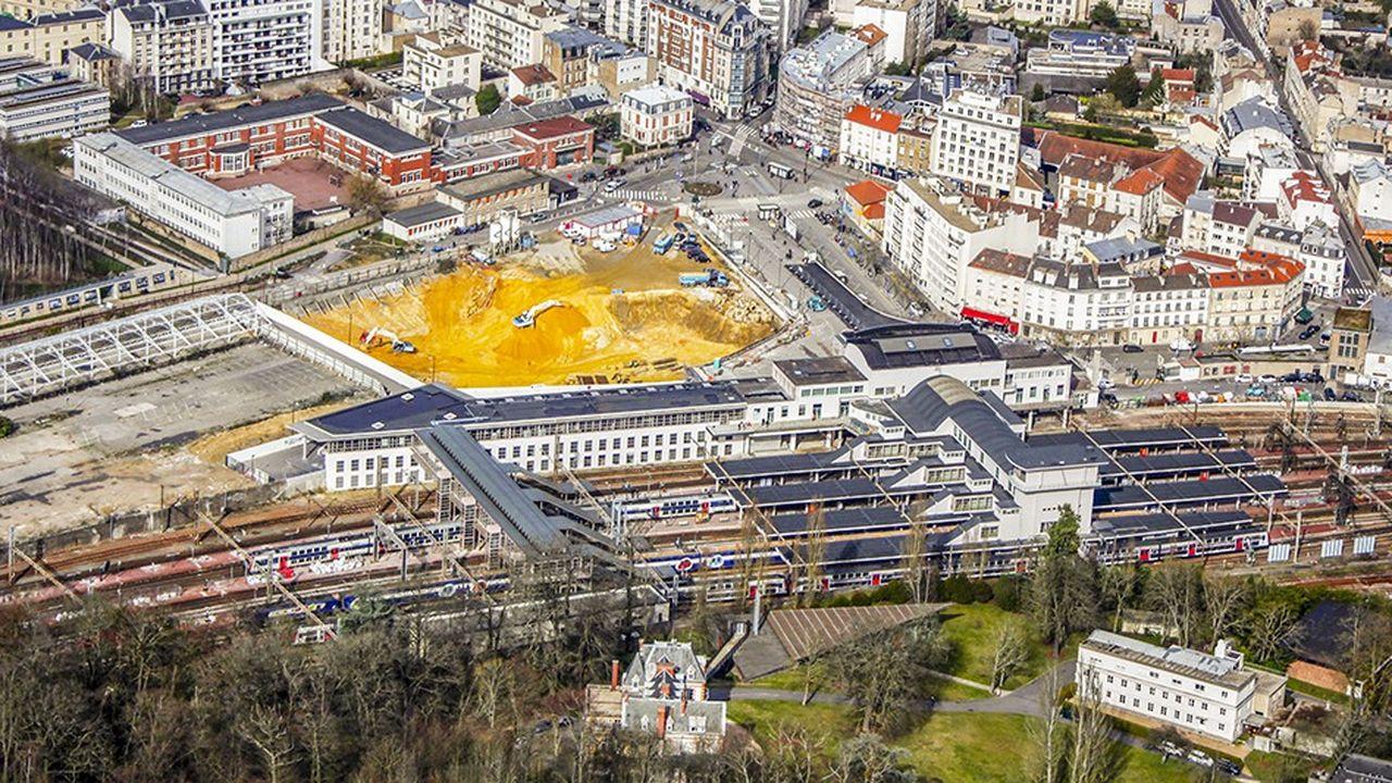 Après deux ans et demi de chantiers, le quartier organisé en deux îlots autour du pôle multimodal de la gare se termine.