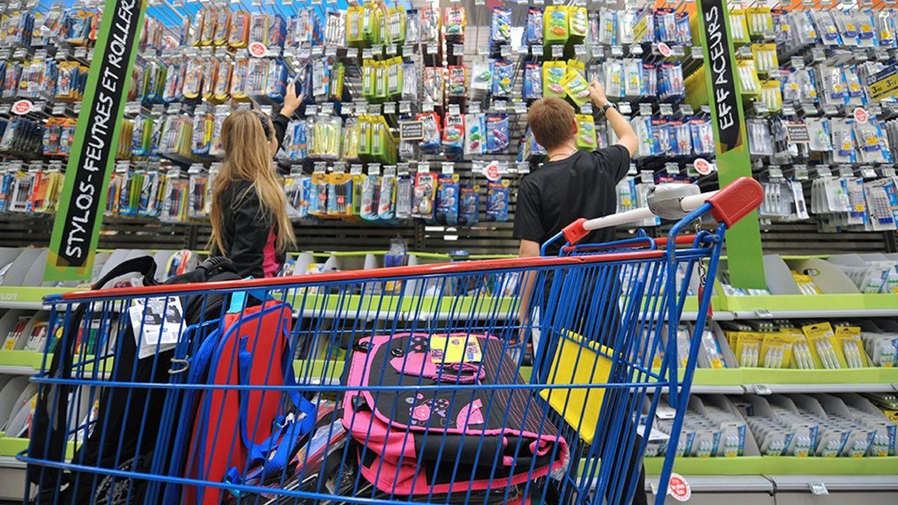 Les hypers et supermarchés dominent le marché des fournitures scolaires avec 75% des ventes.