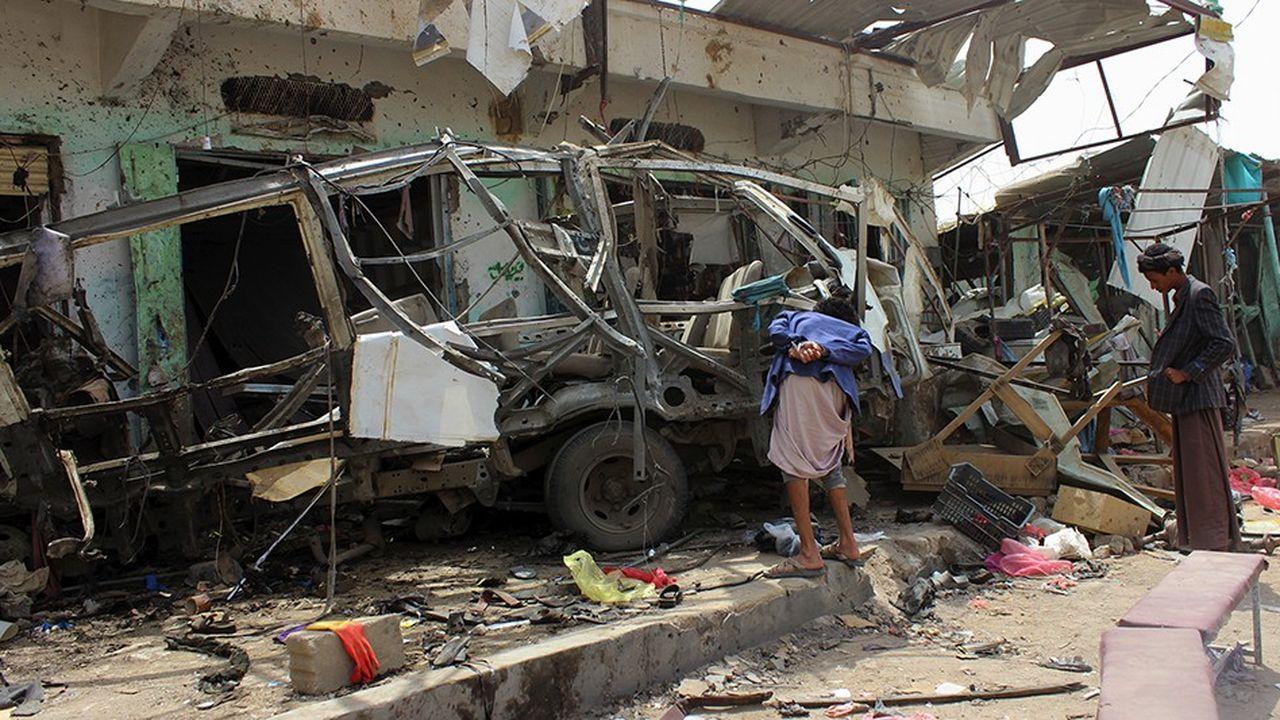 Au Yémen, un raid de la coalition militaire sous commandement saoudien visant un bus a coûté la vie le 9août à 40 enfants et soulevé un tollé international.
