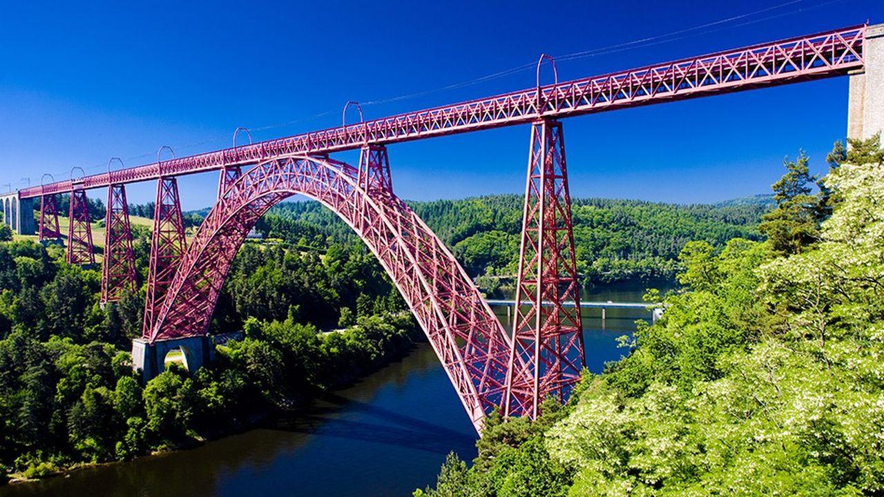 Le viaduc ferroviaire de Garabit, dans le Cantal.