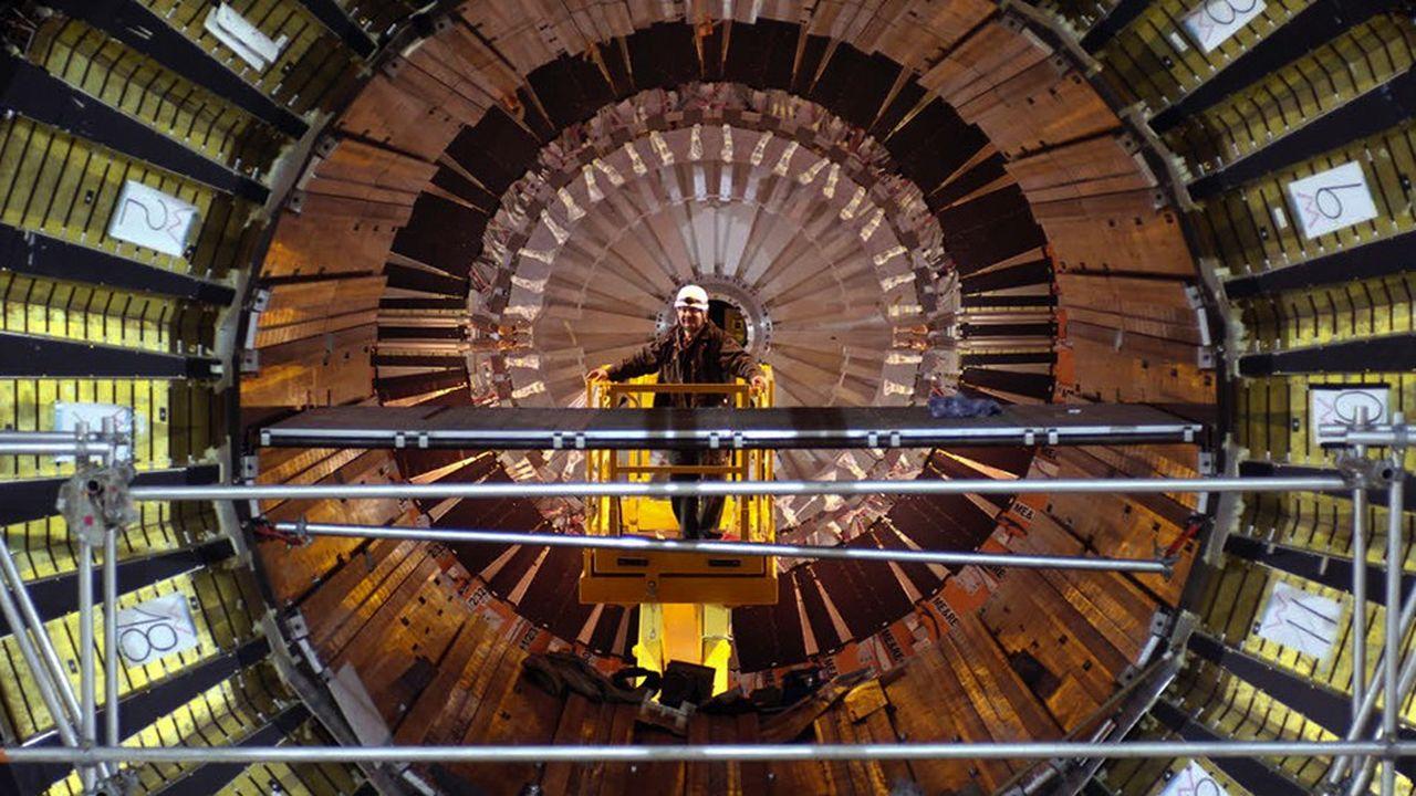 Cinq fois plus lumineux que son prédécesseur le LHC (dont on voit ici l'un des quatre détecteurs, CMS), le futur accélérateur de particules du CERN HL-LHC, qui prendra la relève en 2026, va tenter de percer les derniers mystères de l'infiniment petit.