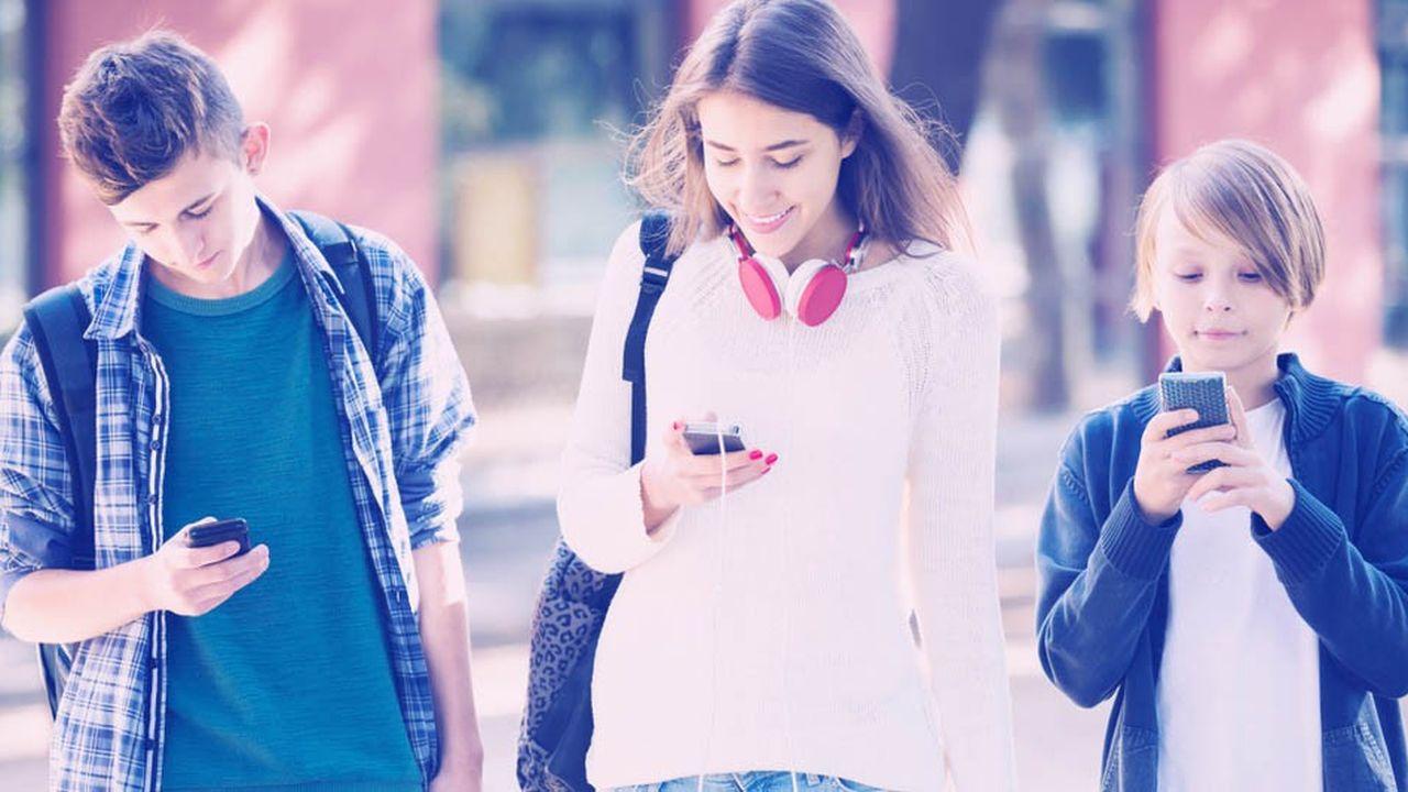 La moitié des jeunes interrogés indiquent envoyer des SMS au moins une fois par heure