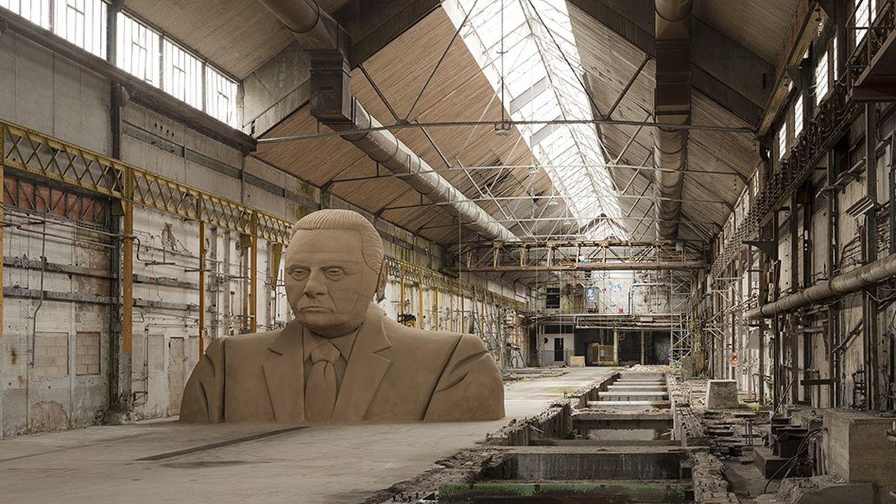 silvio 2010, oeuvre de l'artistesislej Xhafa est exposée aux Moulins de la Galleria Continua