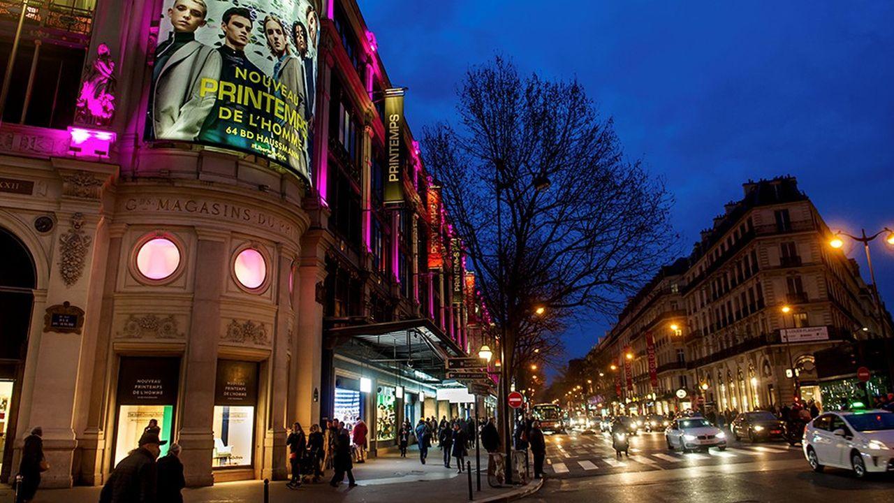 La façade du Nouveau Printemps de l'Homme à l'angle du boulevard Haussmann.
