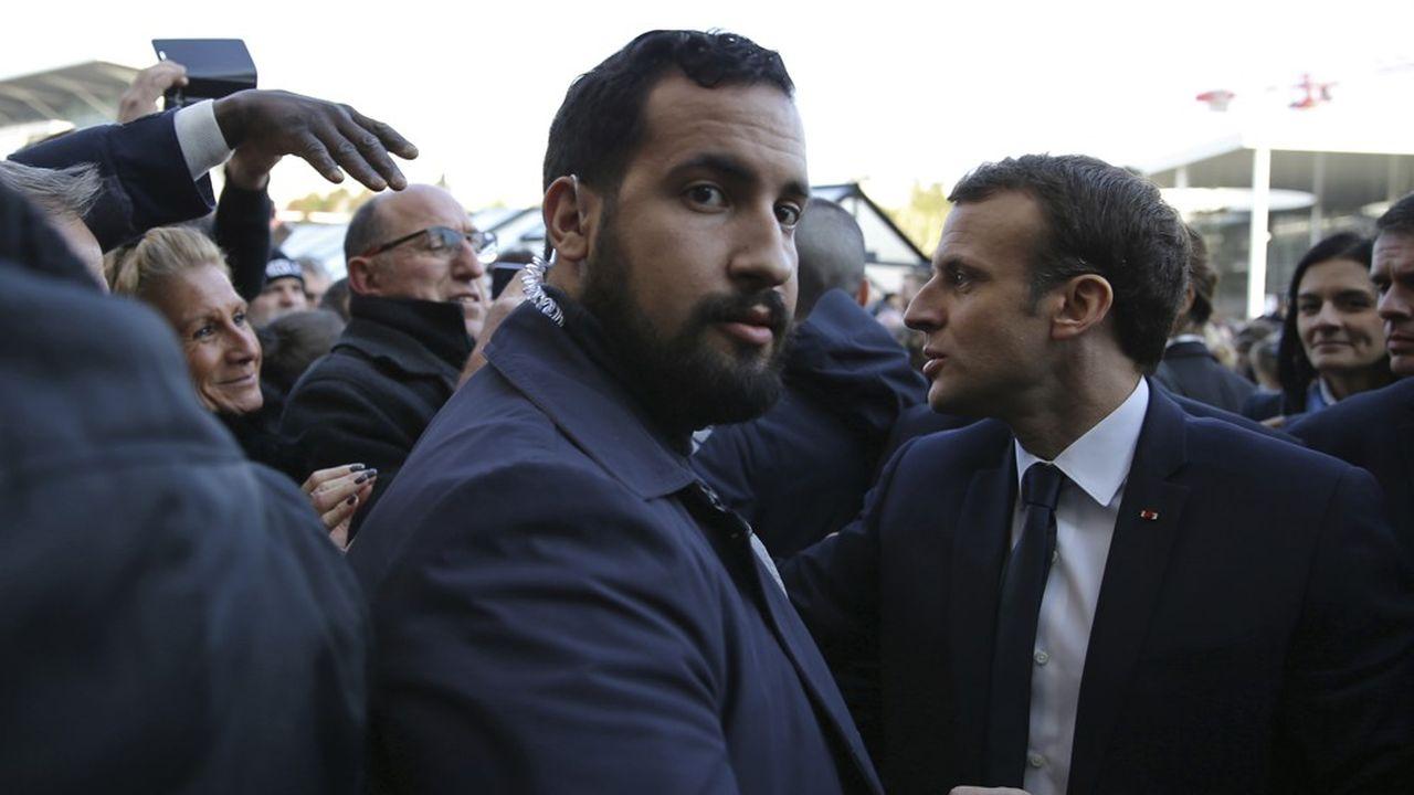 Alexandre Benalla protège Emmanuel Macronà l'occasion de Salon de l'Agriculture, le 22février 2018