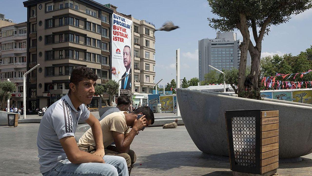 Des migrants dans les rues d'Istanbul, en Turquie.
