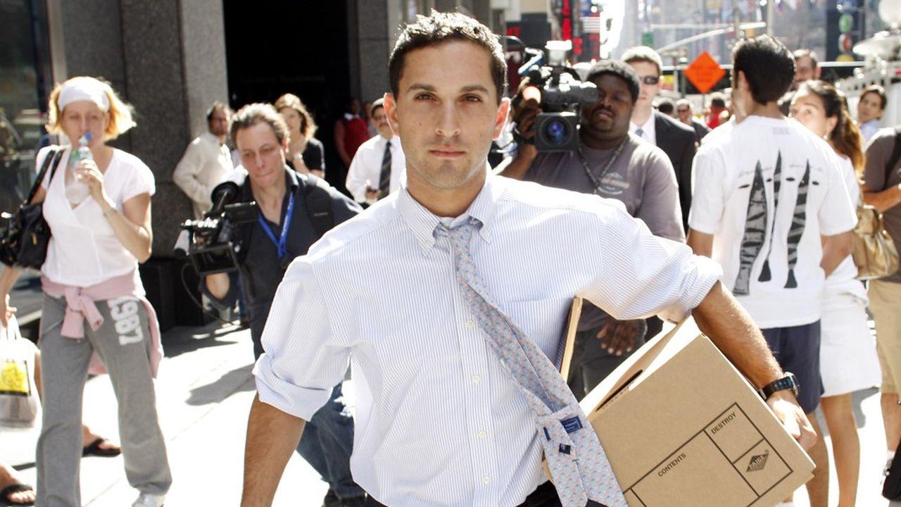 Un employé de Lehman Brothers quitte les bureaux de New York, le 15septembre 2008.