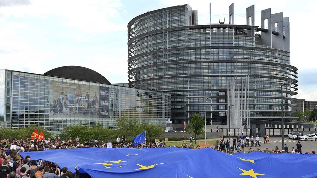 2205189_elections-europeennes-lrem-et-rn-au-coude-a-coude-web-tete-0302254979238.jpg