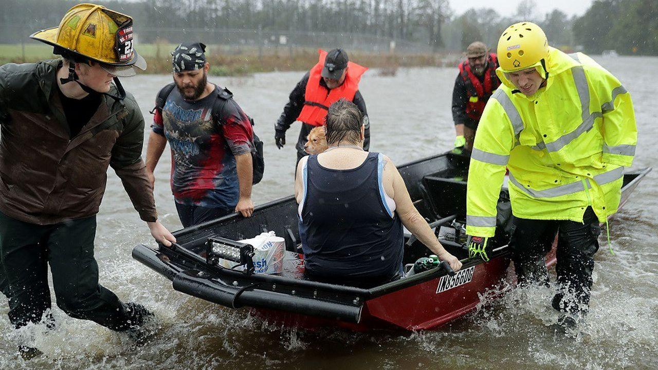 Les secours ont débuté les opérations pour venir en aide aux habitants piégés par la montée des eaux des cours d'eau