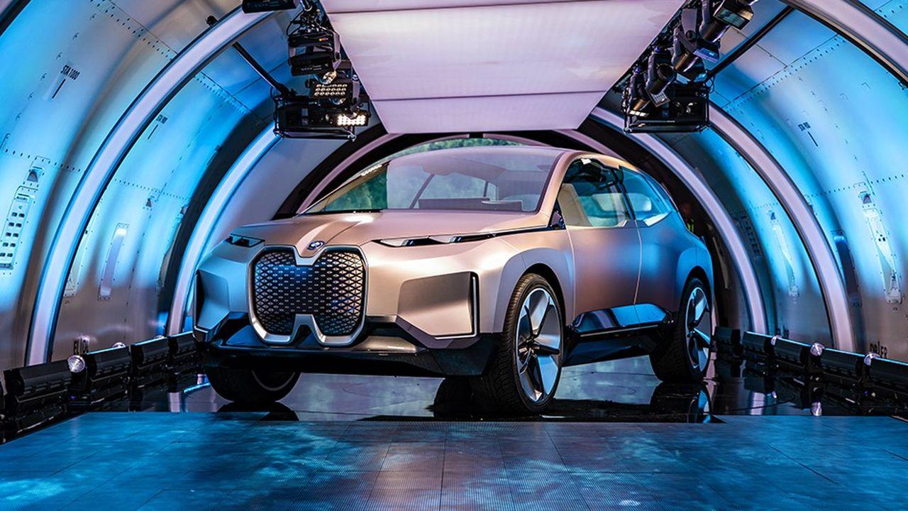 La future voiture autonome de BMW a été présentée dans un Boeing 777 cargo la semaine dernière.