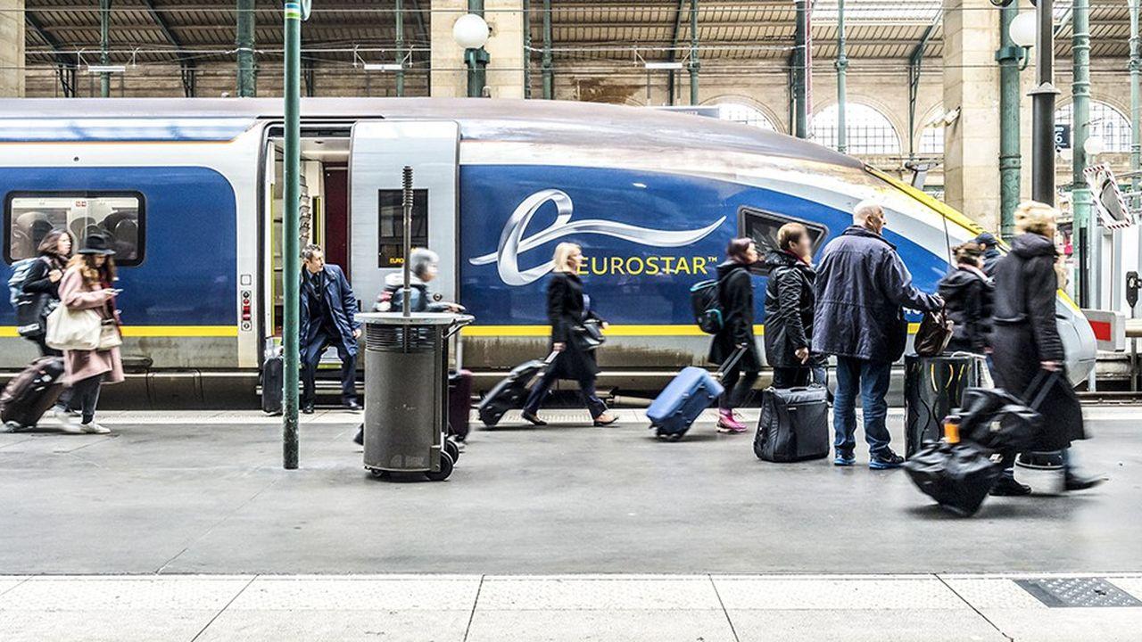 Des voyageurs en provenance de l'Eurostar de Londres.