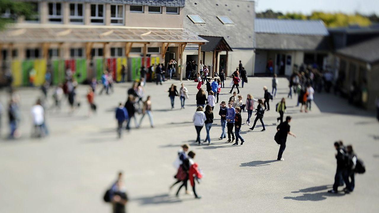 Selon une étude de 2013 citée par l'Insee, un tiers des élèves ne sont pas scolarisés dans leur collège de secteur, car inscrits dans l'enseignement privé ou dans un autre établissement public.