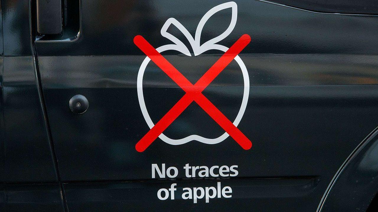 Le van affrété par Huawei était garanti «sans trace de pomme» («no traces of Apple»).