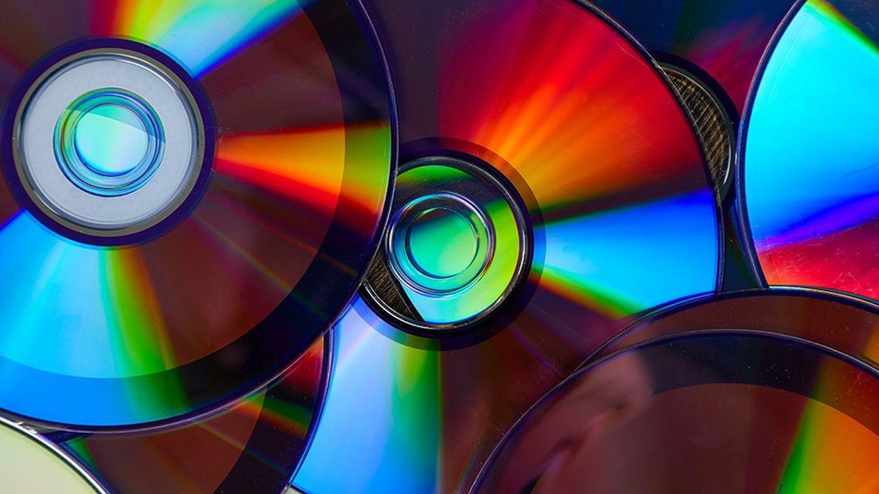 Si l'écoute en ligne est considérée comme le bourreau du CD, son abandon par la grande distribution peut aussi expliquer son déclin
