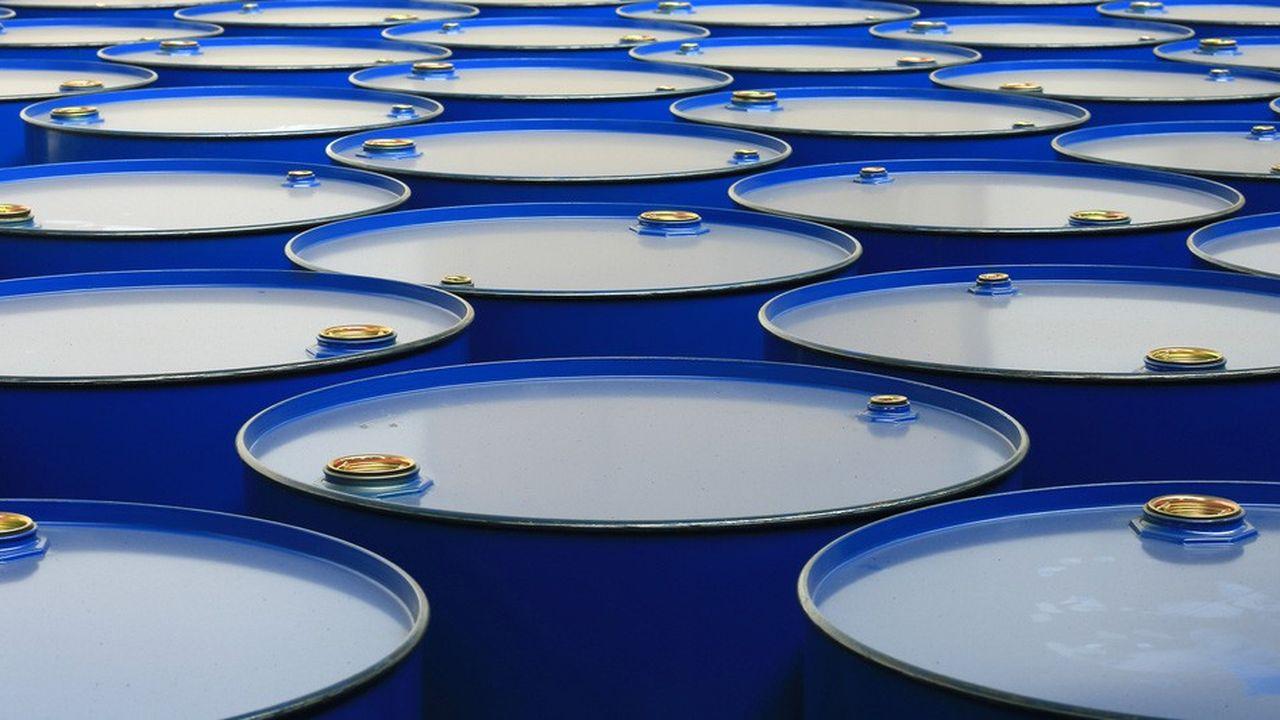 2207799_des-geants-du-negoce-tablent-sur-un-baril-de-petrole-a-100-dollars-web-tete-0302299401434.jpg