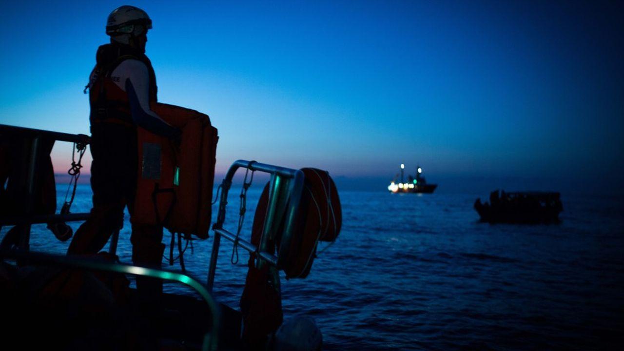 2208084_migrants-laquarius-demande-a-accoster-en-france-web-tete-0302304313268.jpg