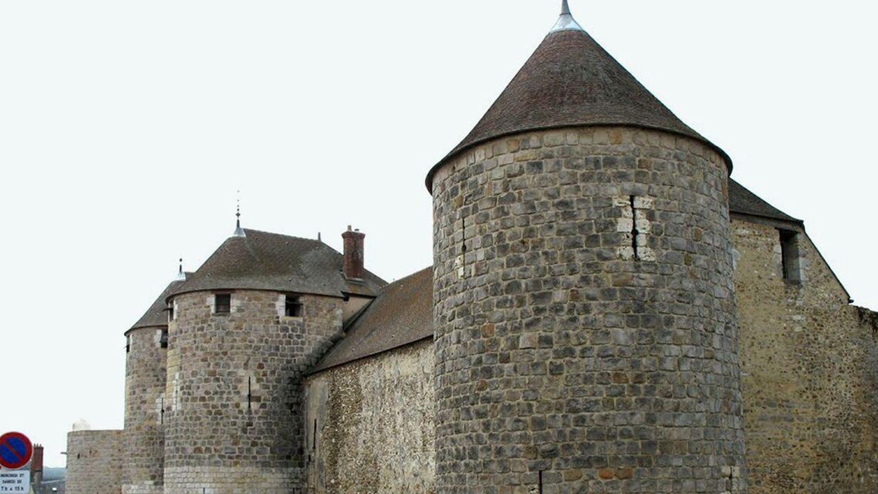 2208216_le-chateau-de-dourdan-a-trouve-un-nouveau-mecene-web-tete-0302295411436.jpg