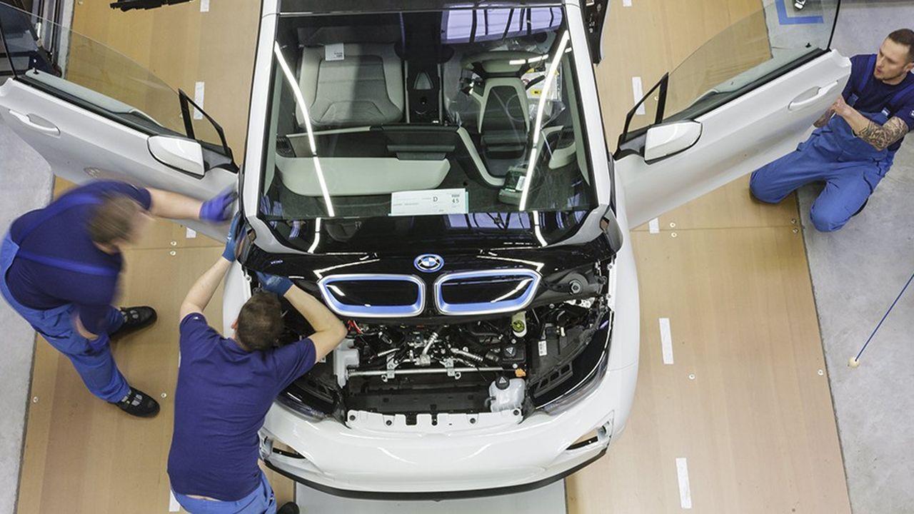 Le constructeur prévoit désormais une marge opérationnelle de sa division automobile d'au moins 7 %, contre une fourchette allant de 8 % à 10 % auparavant
