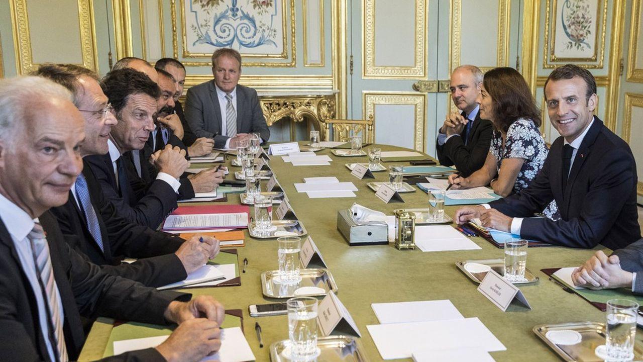 Les numéros un patronaux et syndicaux face à Emmanuel Macron, le 17juillet dernier.