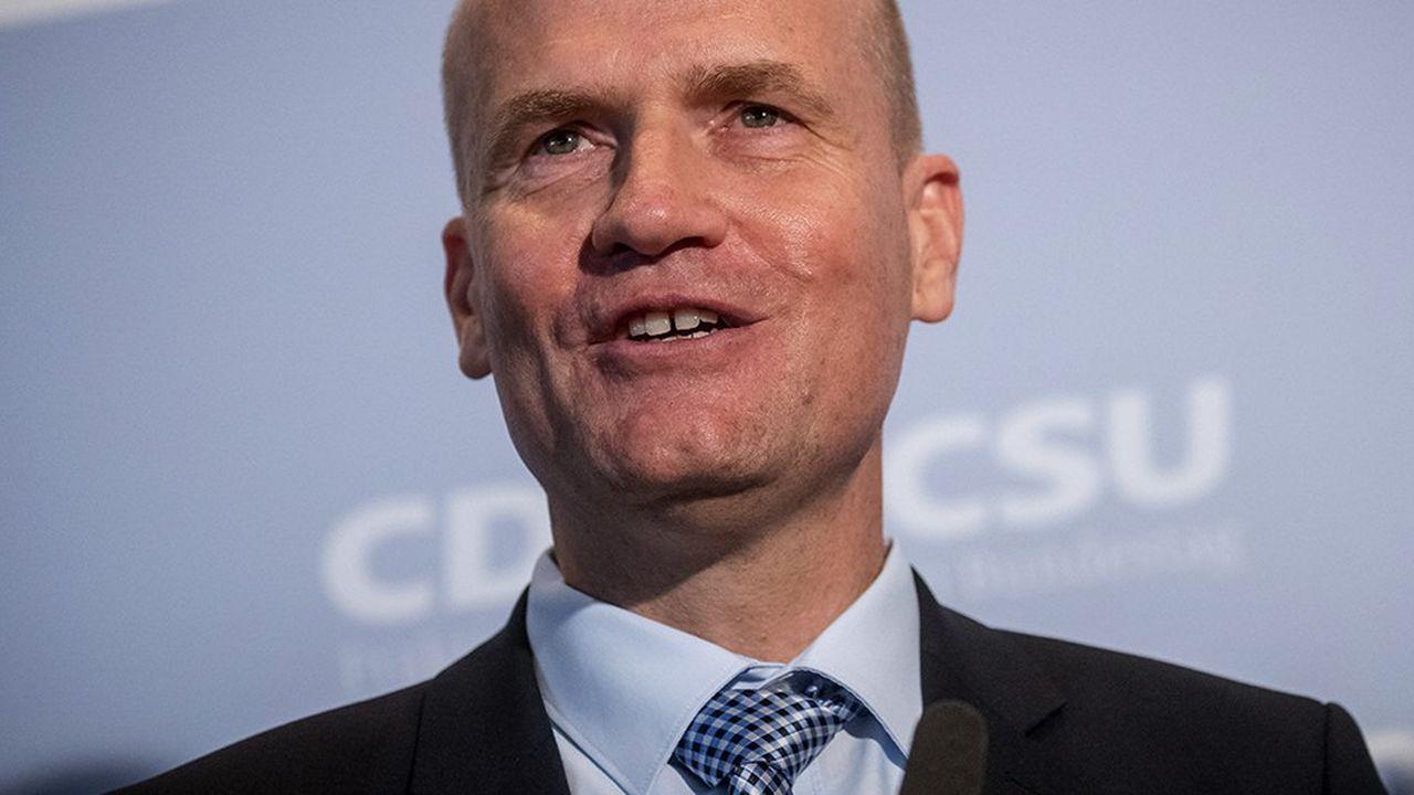 Ralph Brinkhaus (CDU), qui était jusqu'alors numéro deux du bloc conservateur (CDU-CSU) au Bundestag, a été élu mardi par 125 voix contre 112 à la présidence du groupe parlementaire. Un revers pour Angela Merkel.