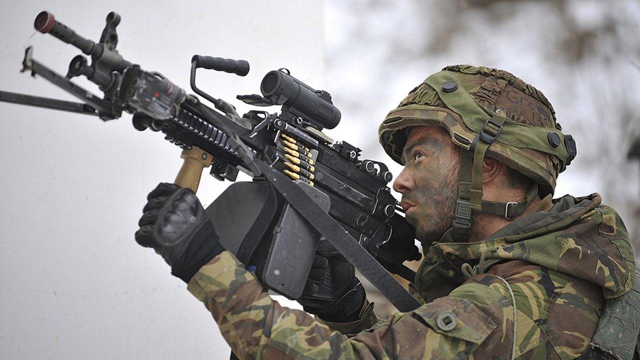 2208800_ca-se-passe-en-europe-aux-pays-bas-des-militaires-obliges-dacheter-leur-equipement-web-tete-0302313673427.jpg
