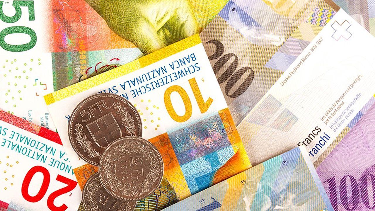 2209875_la-baisse-du-franc-suisse-contrariee-par-les-tensions-en-italie-web-tete-0302334718991.jpg
