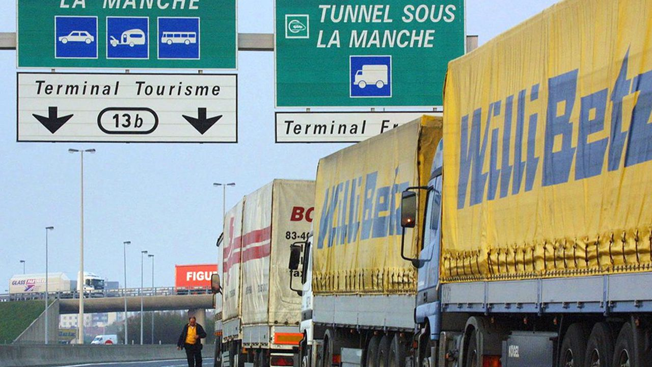 Si la perspective d'un « no deal » se confirme, les douaniers devront, du jour au lendemain, contrôler des millions de tonnes de marchandises supplémentaires.