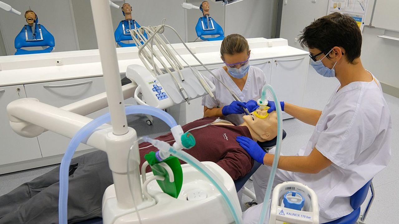 2210208_strasbourg-inaugure-la-premiere-unite-de-simulation-de-chirurgie-dentaire-web-tete-0302317047611.jpg