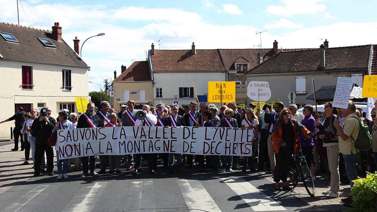 Début septembre, plus de 200 personnes, le maire en tête, mégaphone à la main, ont participé à une marche citoyenne depuis la mairie de Champlan, jusqu'à la sous-préfecture de Palaiseau.