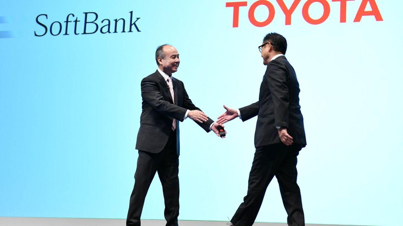 Les patrons de SoftBank Group, Masayoshi Son (à gauche), etToyota Motor, Akio Toyoda, ont dévoilé ce jeudi leur nouveau projet, Monet.