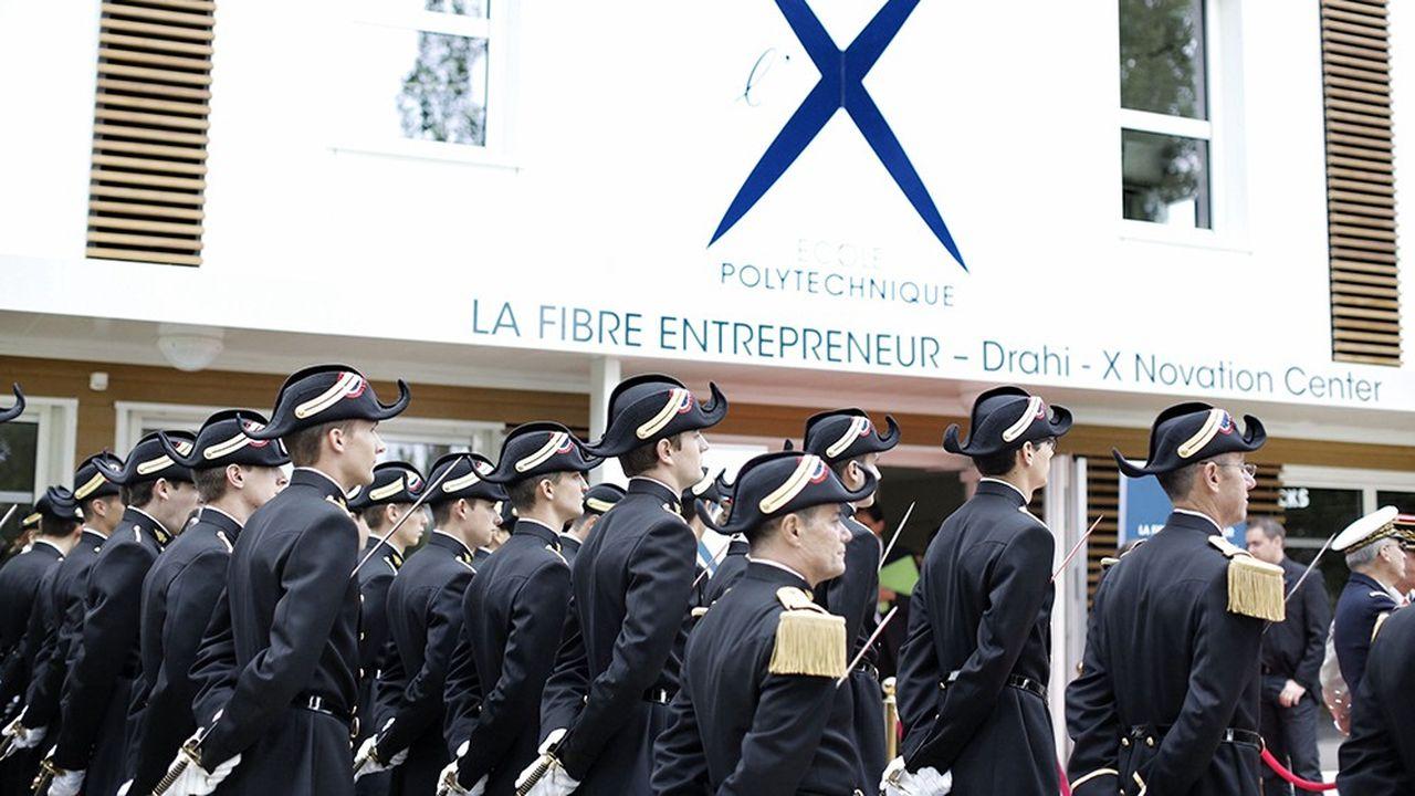 Emmanuel Macron s'était rendu sur le campus de Paris-Saclay le 25octobre 2017 pour acter la scission en deux pôles, l'un autour des écoles d'ingénieurs, l'autre autour de l'université Paris-Saclay.