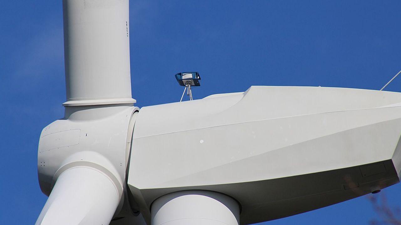 Placé sur la tête de l'éolienne, le petit lidar d'Epsiline détermine la vitesse et le sens du vent, qui souffle 10 mètres devant les pales et non derrière.